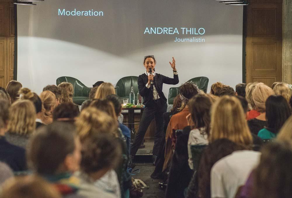 Moderatorin Andrea Thilo